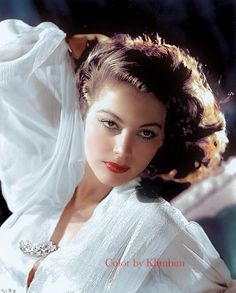 Ava Gardner colorized by Klimbim Hollywood Stars, Hollywood Icons, Old Hollywood Glamour, Golden Age Of Hollywood, Vintage Hollywood, Hollywood Actresses, Classic Hollywood, Classic Actresses, Beautiful Actresses