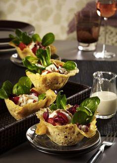 Unser beliebtes Rezept für Parmesankörbchen mit Salat à la Caesar und mehr als 55.000 weitere kostenlose Rezepte auf LECKER.de.