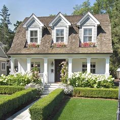Exterior house design ideas architecture cape cod 47 New ideas Style At Home, Cottage Shabby Chic, Cute Cottage, Rustic Cottage, Cottage Style, Casas The Sims 4, Cute House, Dream House Exterior, Cottage Exterior