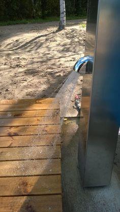 Oitaan uimaranta espoossa. Toimitettu erityisesti liikuntarajoitteisille tarkoitetut rantasuihkut. RST-luokitus AISI 316. Tekniikka: Delabie