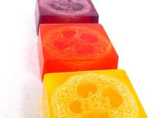 DIY Loofah-Embedded Soaps - This At-Home Soap Making Tutorial Puts Exfoliating Scrubs into the Bars (GALLERY)