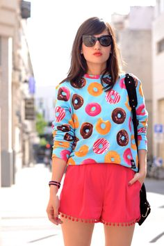 French blogger is wearing our Do Nut Worry sweater! #donut #worry #colorful #chic #timeless #sweater #breakingrocks
