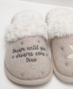 Mule slippers with a slogan and star - OYSHO