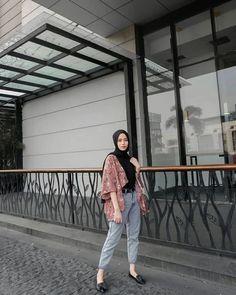 Modern Hijab Fashion, Street Hijab Fashion, Hijab Fashion Inspiration, Muslim Fashion, Hijab Fashion Style, Fashion Ideas, Ootd Fashion, Fashion Trends, Hijab Jeans