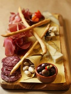 Antipasto tasting plate at Franco Franco Restaurant in Surry Hills. Pub Food, Cafe Food, Meat Food, Food Platters, Cheese Platters, Fun Cooking, Cooking Recipes, Tapas, Paella