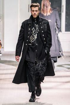 Yohji Yamamoto Fall 2019 Menswear Fashion Show Collection Grey Fashion, Unisex Fashion, Runway Fashion, Mens Fashion, Gothic Fashion, Seoul Fashion, Fashion Guide, Fashion Vintage, Fashion Advice
