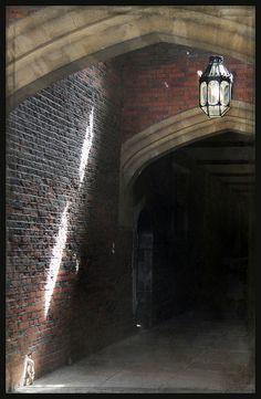 HAMPTON COURT PALACE / I'M SURE KING HENRY & HIS QUEEN, ANNE, WALKED THROUGH THIS CORRIDOR.  MANY TIMES, ARM IN ARM, I BET.