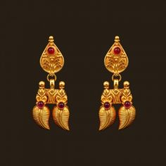 Looking for gold and diamond jewellery? Vummidi has the best collection of diamond rings, diamond earrings and gold jewellery, handcrafted to perfection. Buy Diamond Ring, Diamond Jewelry, Gold Jewelry, Beaded Jewelry, Jewelry Design Earrings, Gold Jewellery Design, Diamond Earrings, Red Spinel, South Indian Jewellery