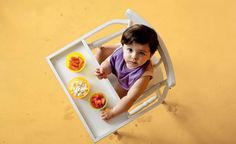 O chamado Baby-ledWeaning (Desmame Guiado pelo Bebê) consiste em oferecer a comida em pedaços e permite que o bebê se sirva sozinho. Saiba mais sobre essa prática que já tem milhares de mães seguidoras em todo o mundo