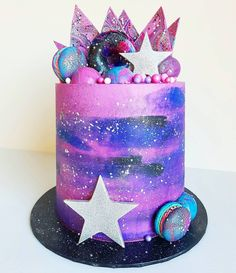 Galaxy cake 🌌 This was a 6 layer 7 inch cake which I rarely make (usually 6 or 8 inch), but was the perfect size for about 30 kids and 20 adults. Still a bit left over for my breakfast too 😜 Pretty Cakes, Cute Cakes, Beautiful Cakes, Amazing Cakes, Galaxy Party, Galaxy Cake, Galaxy Theme, 7 Inch Cake, Geode Cake