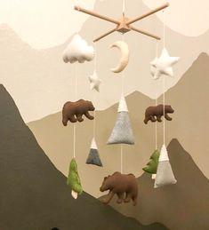 Baby Kinderzimmer Junge - Bear and mountains mobile- Baby mobile bear- Bear mobile - - Baby World Hunting Nursery, Bear Nursery, Animal Nursery, Camping Nursery, Babies Nursery, Baby Bedroom, Baby Boy Rooms, Baby Boy Nurseries, Woodland Mobile