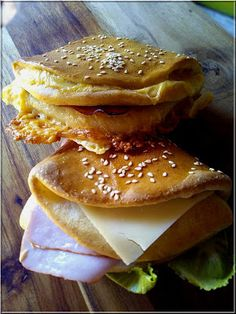Zsebes zsemlék Quinoa, Hamburger, Bakery, Lime, Meals, Chicken, Cooking, Breakfast, Ethnic Recipes