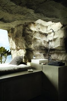 Another shot of the outdoor cave converted to a room in Spain. Indoor Outdoor, Outdoor Spaces, Outdoor Living, Interior Architecture, Interior And Exterior, Interior Design, Porches, Outdoor Bathrooms, Outdoor Showers