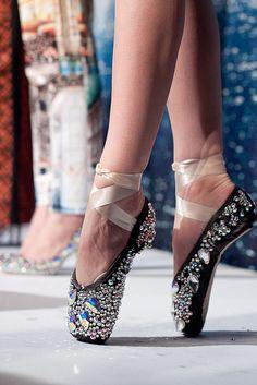 ballet, dance, and ballerina image Dance Like No One Is Watching, Just Dance, Ballet Costumes, Dance Costumes, Pointe Shoes, Ballet Shoes, Toe Shoes, Shoes Sandals, Princesa Tutu