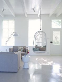 love the hanging chair Living Room Interior, Home Living Room, Hanging Hammock Chair, Chair Swing, Hanging Chairs, Tadelakt, Piece A Vivre, Love Home, White Decor