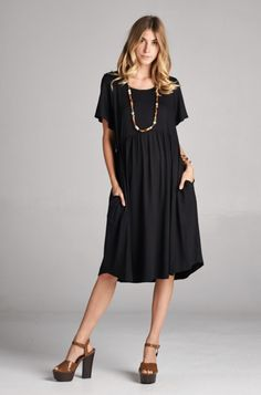 "Loose fitting, knee-length dress with pockets Tip: This is meant to be a loose dress! If you would like it more fitting, we suggest sizing down. Sizing: S: 2-6 / M: 8-12 / L: 14-18 Length: S: 40"" / M:"