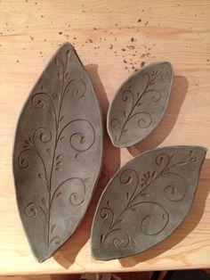 Leaf set Sie sind an der richtigen Stelle für large shutters repurposed Hie… Hand Built Pottery, Slab Pottery, Pottery Bowls, Pottery Art, Ceramics Projects, Clay Projects, Clay Crafts, Ceramic Clay, Ceramic Bowls