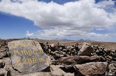 Entre Arequipa y el cañón del Colca,  pasando la Reserva Nacional Salinas y Aguada Blanca, se encuentra el Mirador de Patapampa, el punto más alto del viaje hasta Chivay a 4,910 metros sobre el nivel del mar.