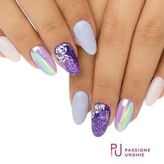 Riflessi multicolor con il pigmento #Aurora. I #geluv utilizzati sono F38 #VintageRose, F28 #Provence, A113 #GlitterChromePurple , F01 #PureWhite. Struttura realizzata con il costruttore #CreamyBuilder. Sigillato con #RockGloss. #pigmento #boreale #viola #rosa #purple #nail #nails #gelnails #uñasdecoradas #uñas #nailsaddict #gelcolor #uñasengel #passioneunghieofficial