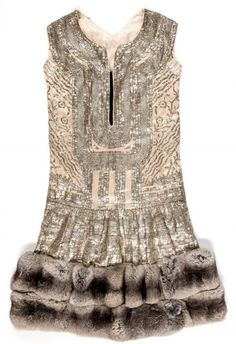 * Paul Poiret, robe du soir Marrakech 1924  Satin brodé de lame argent, chinchilla et velour