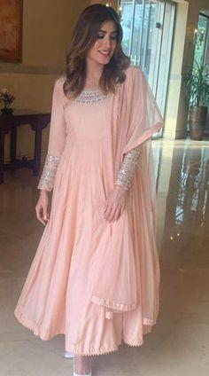 Asian Wedding Dress Pakistani, Beautiful Pakistani Dresses, Pakistani Dresses Casual, Indian Gowns Dresses, Indian Fashion Dresses, Dress Indian Style, Pakistani Dress Design, Indian Designer Outfits, Indian Outfits