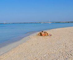 Es Trenc forma parte de un espacio natural protegido, la marisma de Es Salobrar, con una rica fauna y flora.
