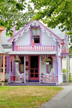 Cottage Porch, Beach Cottage Decor, Cozy Cottage, Cottage Homes, Cottage Style, Pink Houses, Little Houses, Oak Bluffs, Storybook Cottage