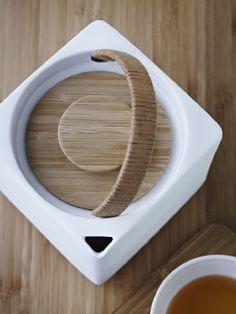 wood & ceramic tea pot