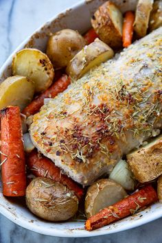 How to Cook a Boneless Pork Loin Roast! This Rosemary Garlic pork loin roast is easy, foolproof and seriously delicious! Best Pork Loin Recipe, Pork Loin Recipes Oven, Baked Pork Loin, Pork Rib Roast Boneless, Pork Ribs, Cooking Pork Loin, How To Cook Pork, Pork Dishes, Magpie