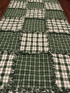 Good recommendations to look into Rag Quilt Patterns, Christmas Quilt Patterns, Beginner Quilt Patterns, Quilting For Beginners, Quilt Tutorials, Quilting Projects, Quilting Designs, Farmhouse Placemats, Farmhouse Decor