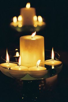 Centerpieces with floating candles. Love the massive candle within the center. - All Home Decors Bougie Candle, Lighted Centerpieces, Candle Decorations, Christmas Decorations, Romantic Candles, Beautiful Candles, Candle In The Wind, Candle Magic, Floating Candles