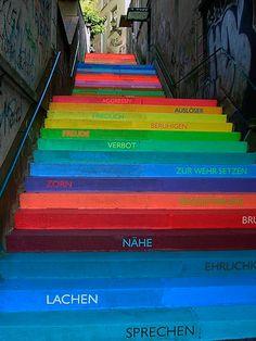 Graffitis e intervenciones urbanas: 125 fotos que te harán reír, sorprenderte y reflexionar | Cultura | LA TERCERA