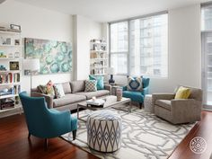 A Bold, Rental-Friendly Redesign in Chicago - Meredith's Chi-town home gets the royal treatment with a vibrant mix of colors and textures. Living Room Grey, Living Room Chairs, Home Living Room, Living Room Designs, Living Room Decor, Deco Design, Living Room Inspiration, Design Inspiration, Room Colors