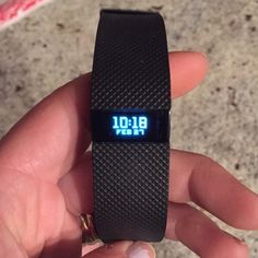 Like new Fitbit Charge HR New condition! Used for a week and then decided to go with an Apple Watch. Comes with box, charging cable and instruction booklet. Accessories