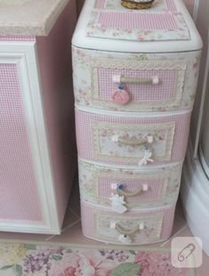 Sewing Storage Box Shabby Chic 29 Ideas For 2019 Shabby Chic Crafts, Shabby Chic Pink, Shabby Chic Kitchen, Vintage Crafts, Shabby Chic Homes, Plastic Cupboard, Plastic Drawers, Plastic Bins, Upcycled Home Decor