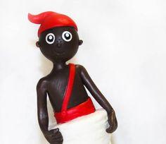 """Personagem Saci da Turma do Sitio do Pica-Pau Amarelo.  Feito em Biscuit !  """"O Saci é um negro jovem de uma só perna, portador de uma carapuça sobre a cabeça que lhe concede poderes mágicos.""""  - Pode ser utilizado como Topo de Bolo ou Enfeite de Mesa !  Fazemos também outros personagens da Turma ! R$ 40,00"""