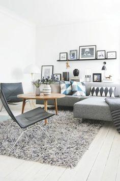 un joli salon scandinave avec tapis gris et sol en planchers - Salon Gris Scandinave