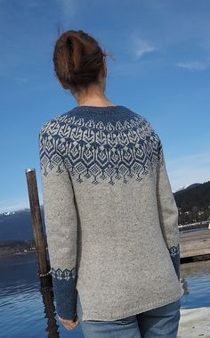 Top down stranded yoke sweater with slits at the bottom. Double Knitting Patterns, Fair Isle Knitting Patterns, Sweater Knitting Patterns, Knitting Stitches, Icelandic Sweaters, How To Purl Knit, Sweater Design, Mode Inspiration, Colorful Fashion