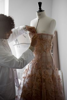 Couture Sewing, Dior Couture, Couture Fashion, Runway Fashion, High Fashion, Fashion Tips, Beautiful Dresses, Nice Dresses, Couture Details