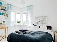 Scandinavian Style: Two Duvets on One Bed. For different temperatures and blanket hogging. Scandinavian Style, Scandinavian Apartment, Scandinavian Bedroom, Room Photo, One Bed, Modern Bedroom Design, Bedroom Designs, Apartment Interior Design, Interior Decorating