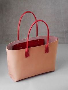 leather purses and handbags Leather Bag Pattern, Stitching Leather, Tote Handbags, Purses And Handbags, Leather Purses, Leather Handbags, Leather Workshop, Leather Bags Handmade, Cheap Bags
