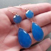 Vergulde zilveren oorbellen met facet blauw Chalcedoon