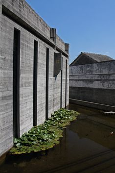 Visions of an Industrial Age // Carlo Scarpa - The Brion Tomb Carlo Scarpa, Water Element, Water Features In The Garden, Water Garden, Modern Contemporary, Castle, Stairs, Industrial, Exterior