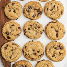 Learn how to make the best chocolate chip cookies that just so happen to be vegan. Theyre perfectly chocolatey soft & chewy easy to make and dont require any funky ingredients. - Chocolate Chip - Ideas of Chocolate Chip Vegan Treats, Vegan Desserts, Vegan Recipes, Cookies Vegan, Lactose Free Desserts, Dairy Free Cookies, Vegan Cupcakes, Easy Desserts, Italian Recipes
