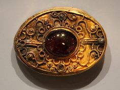 Gold and garnet Grave Ornament    Frankish 600-700, Picquigny, France