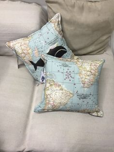 whaling pillows de BLACKWHALEPROJECT en Etsy Whale Pillow, Concept, Throw Pillows, Store, Etsy, Shopping, Hand Made, Toss Pillows, Storage