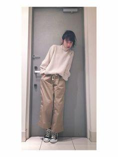 高橋愛さんの「BEAMS BOY / チノ ワイド イージーパンツ▼(BEAMS BOY)」を使ったコーディネート Japan Fashion, Fashion Photo, Style Me, Khaki Pants, Normcore, How To Wear, Beams Boy, Outfits, Japan Style
