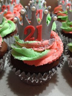 """Swirled """"bling"""" 21st Birthday Cupcakes"""