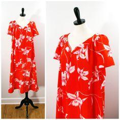 Vintage Hawaiian Floral Dress 1970s Hilo Hatties by Flourisheshome #vintagefashion #hawaiiandress #hilohatties #muumuu #tentdress #gotvintage #tropicalprint