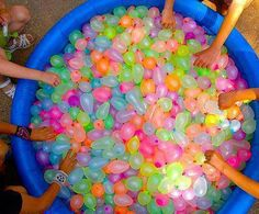 Funny pictures about Epic water balloon fight. Oh, and cool pics about Epic water balloon fight. Also, Epic water balloon fight. Water Ballon Fight, Water Balloons, Water Fight, Water Balloon Games, Luau Birthday, Summer Birthday, 13th Birthday, Summer Parties, Summer Fun